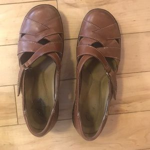 Clark's bendable tan leather flats